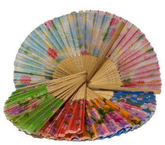 Fächer aus Bambus mit div.Stoff-Designs, 21 cm zufällig ass.