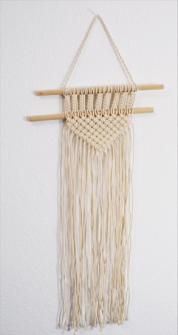 Hänger Makramé beige Baumwolle mit Holz 37x1x74cm